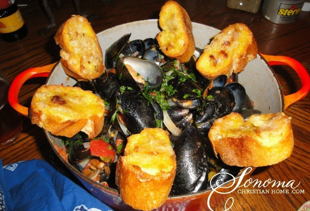 Steamed Mussels in White Wine with Garlic & Herbs